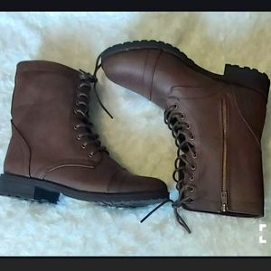 NWT lace up boots with zipper